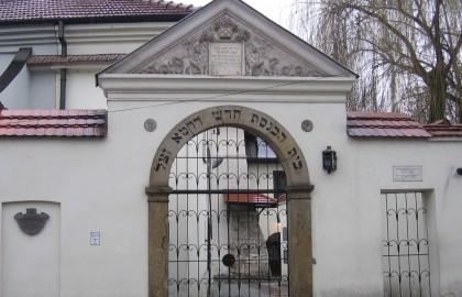 """בית הכנסת הרמ""""א"""